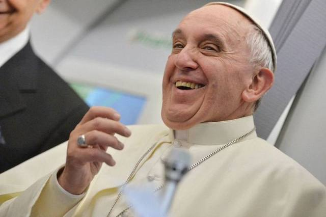 pope-francis-cheerful