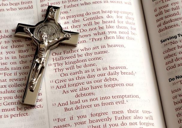 Crucifix-Bible